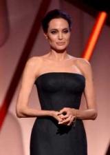 И не одну! После слухов о новом романе, Анджелина Джоли появилась на публике