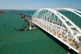Туристы посоветовали громче «забить сваи» на Крымском мосту