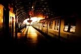 Пассажиры задержанного рейса провел ночь с алкоголиками и наркоманами